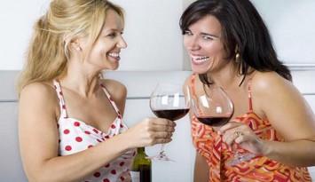 mujeres-tomando-vino